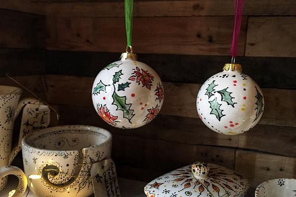 Creative chameleon hand painted baubles